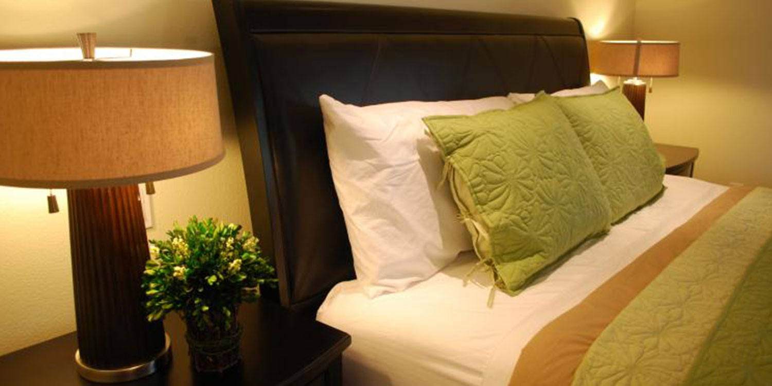 BEAUTIFUL GUEST ROOMS AND SUITES TO ACCOMMODATE GUESTS VISITING CAMARILLO